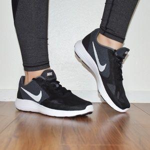 Nike Revolution